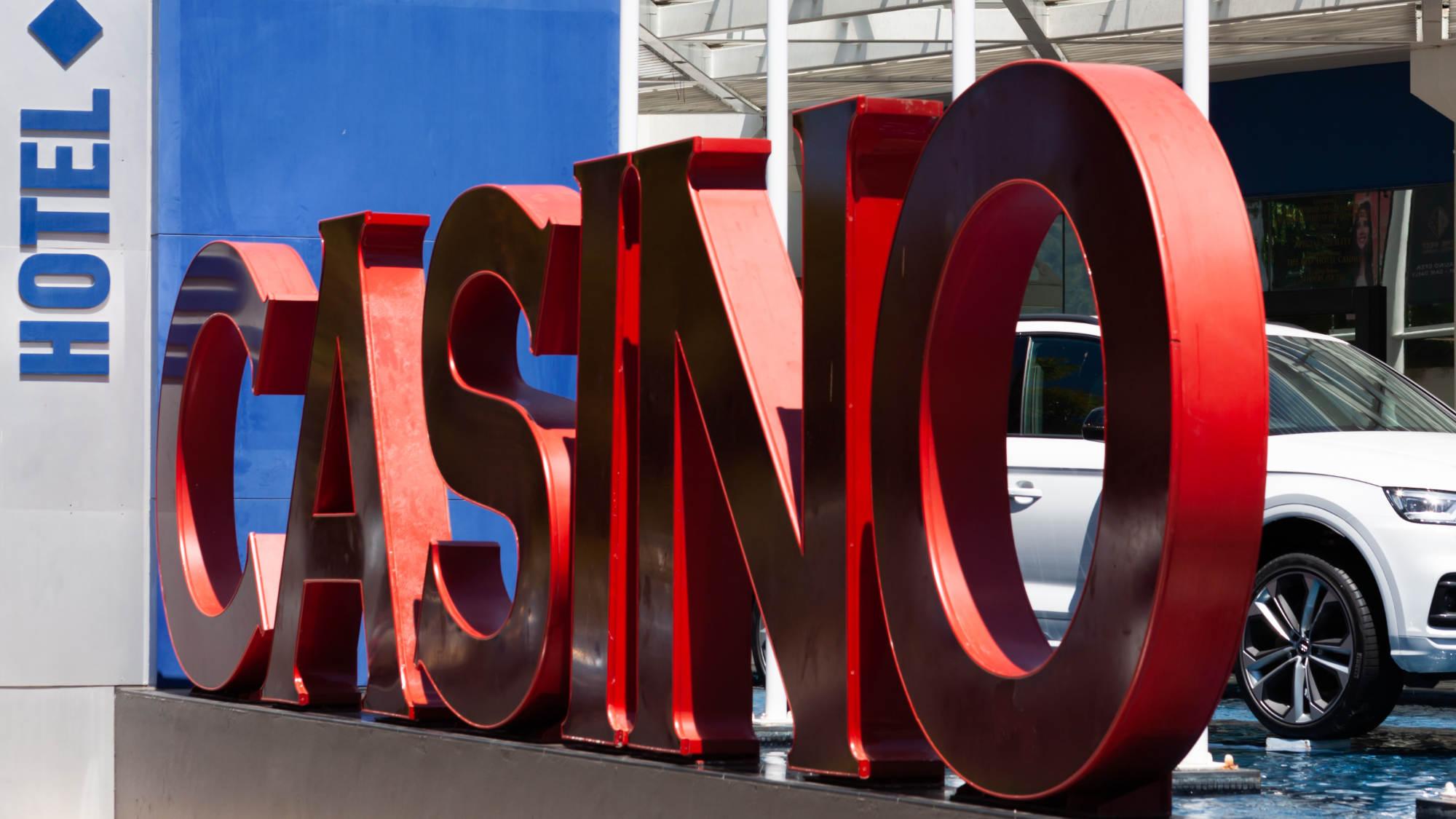Tanda-tanda Kasino dan Hotel di The Reef Casino Cairns