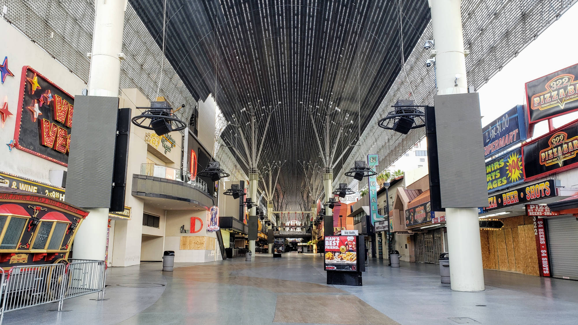 Fremont Street Las Vegas selama Penguncian Virus Corona